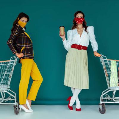 winkelende vrouwen tijdens corona